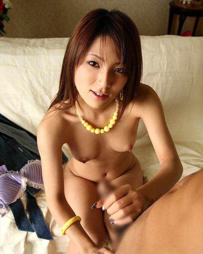 【手コキエロ画像】女の子の手のひらでチンポを弄ばれる快感がクセになるw 41