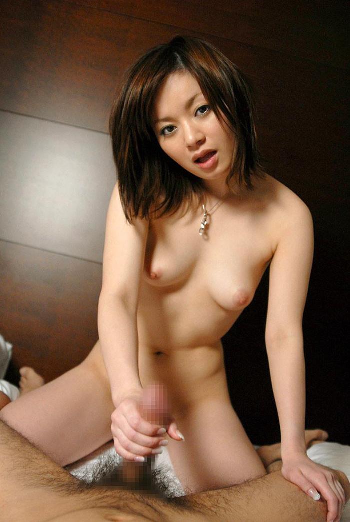 【手コキエロ画像】女の子の手のひらでチンポを弄ばれる快感がクセになるw 48