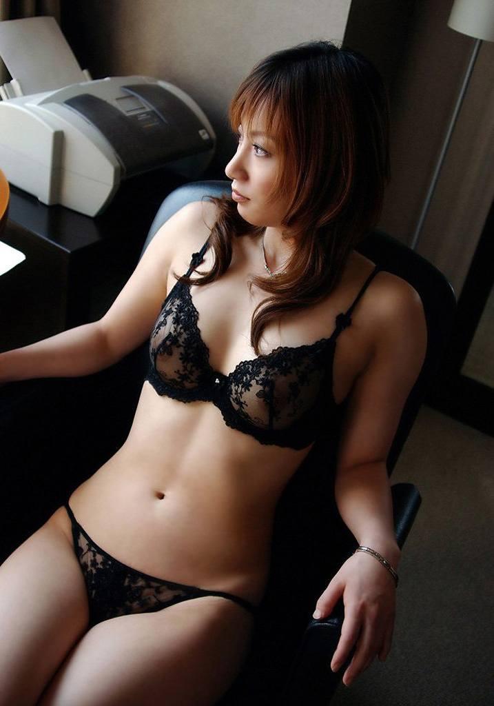 【透け下着エロ画像】セクシーすぎて勃起不可避!あっちもこっちもスケスケなランジェリー! 53
