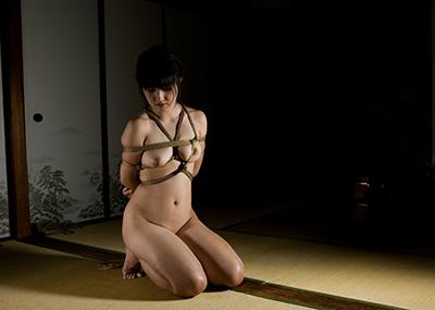 【緊縛エロ画像】マンネリカップルよ、お試しあれ!緊縛された女の子の身体がソソる!