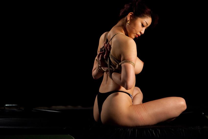 【緊縛エロ画像】マンネリカップルよ、お試しあれ!緊縛された女の子の身体がソソる! 21