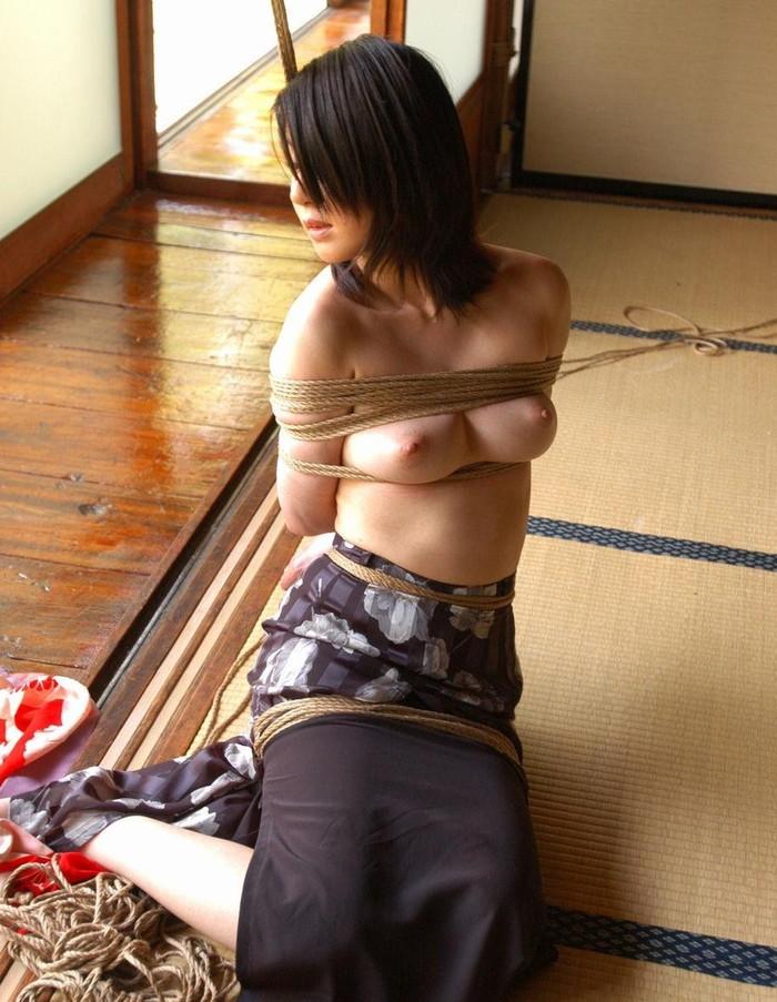 【緊縛エロ画像】マンネリカップルよ、お試しあれ!緊縛された女の子の身体がソソる! 43
