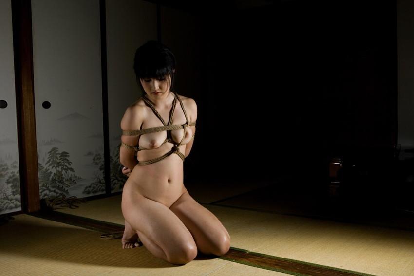 【緊縛エロ画像】マンネリカップルよ、お試しあれ!緊縛された女の子の身体がソソる! 48