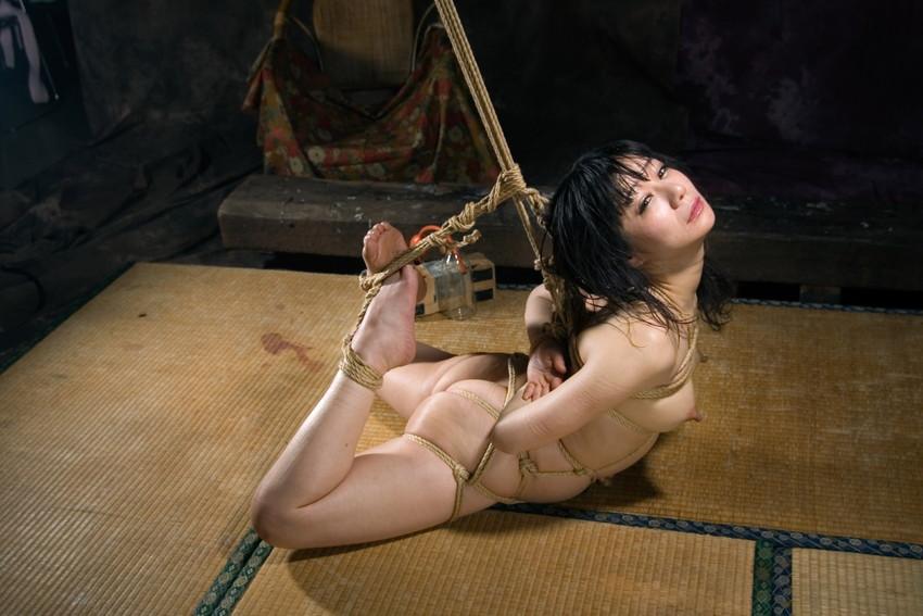 【緊縛エロ画像】マンネリカップルよ、お試しあれ!緊縛された女の子の身体がソソる! 52