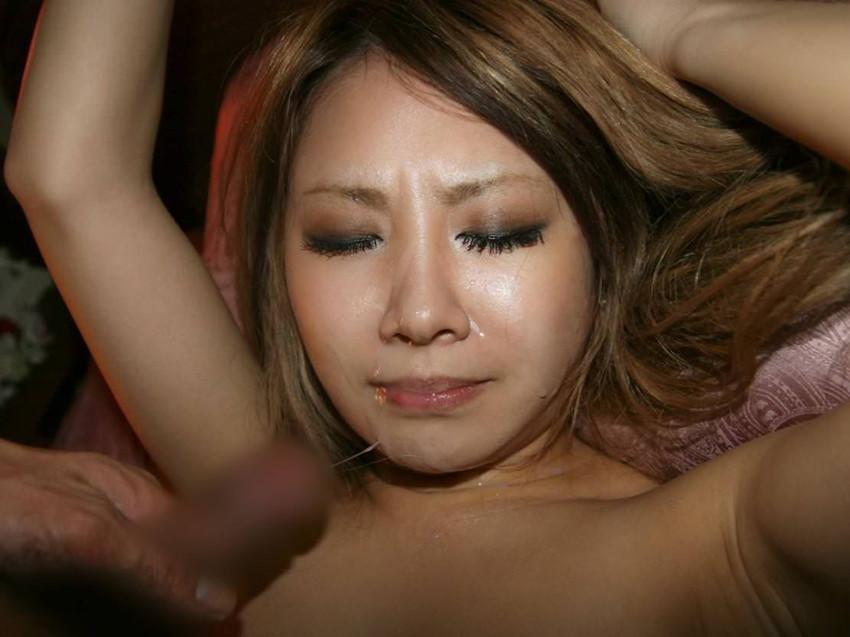 【顔射エロ画像】顔射されて顔面がザーメンにまみれた女の子の表情がソソる! 17
