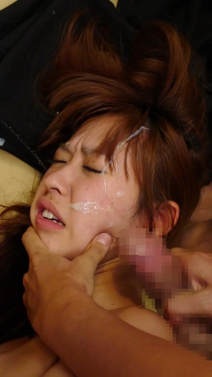 【顔射エロ画像】顔射されて顔面がザーメンにまみれた女の子の表情がソソる! 32