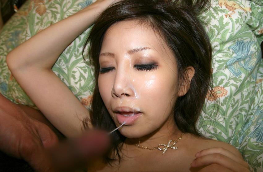 【顔射エロ画像】顔射されて顔面がザーメンにまみれた女の子の表情がソソる! 34