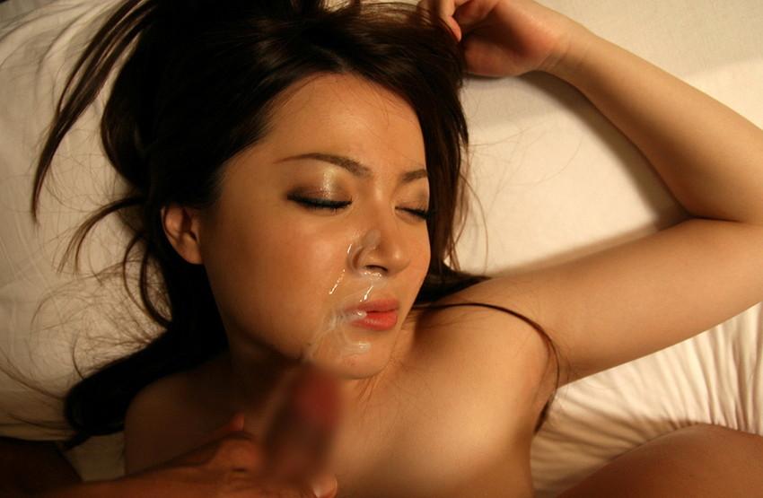 【顔射エロ画像】顔射されて顔面がザーメンにまみれた女の子の表情がソソる! 35