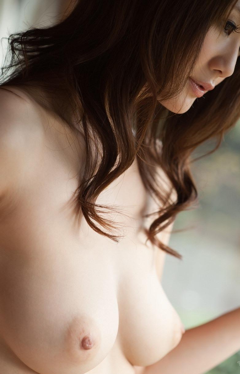 【美乳エロ画像】おっぱい好きの男性に捧ぐ!美乳のおっぱいの持ち主集めたった! 31