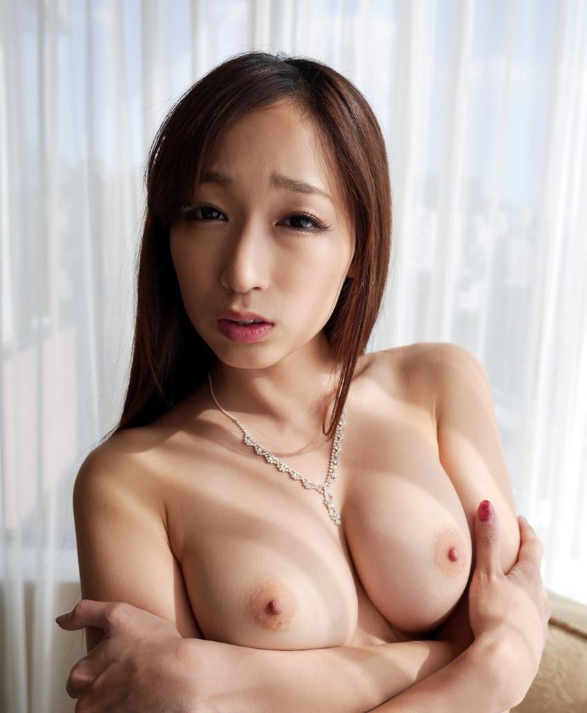 【美乳エロ画像】おっぱい好きの男性に捧ぐ!美乳のおっぱいの持ち主集めたった! 32