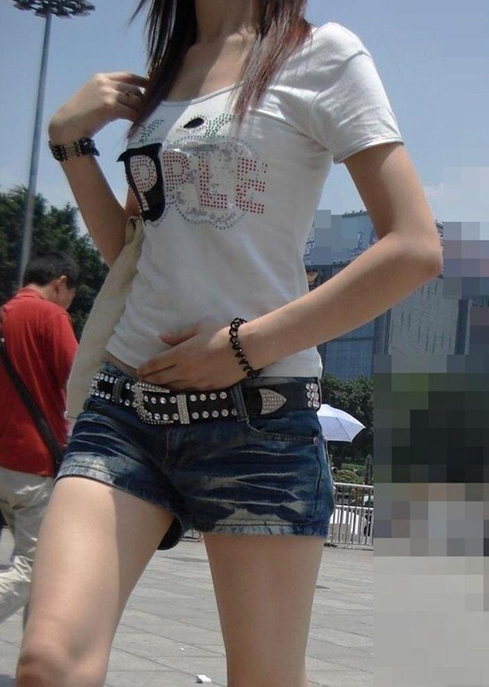 【ホットパンツエロ画像】剥き出しの太ももと股間の切れ込みがエロセクシーww 06