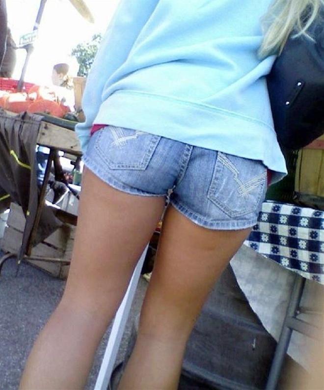 【ホットパンツエロ画像】剥き出しの太ももと股間の切れ込みがエロセクシーww 34
