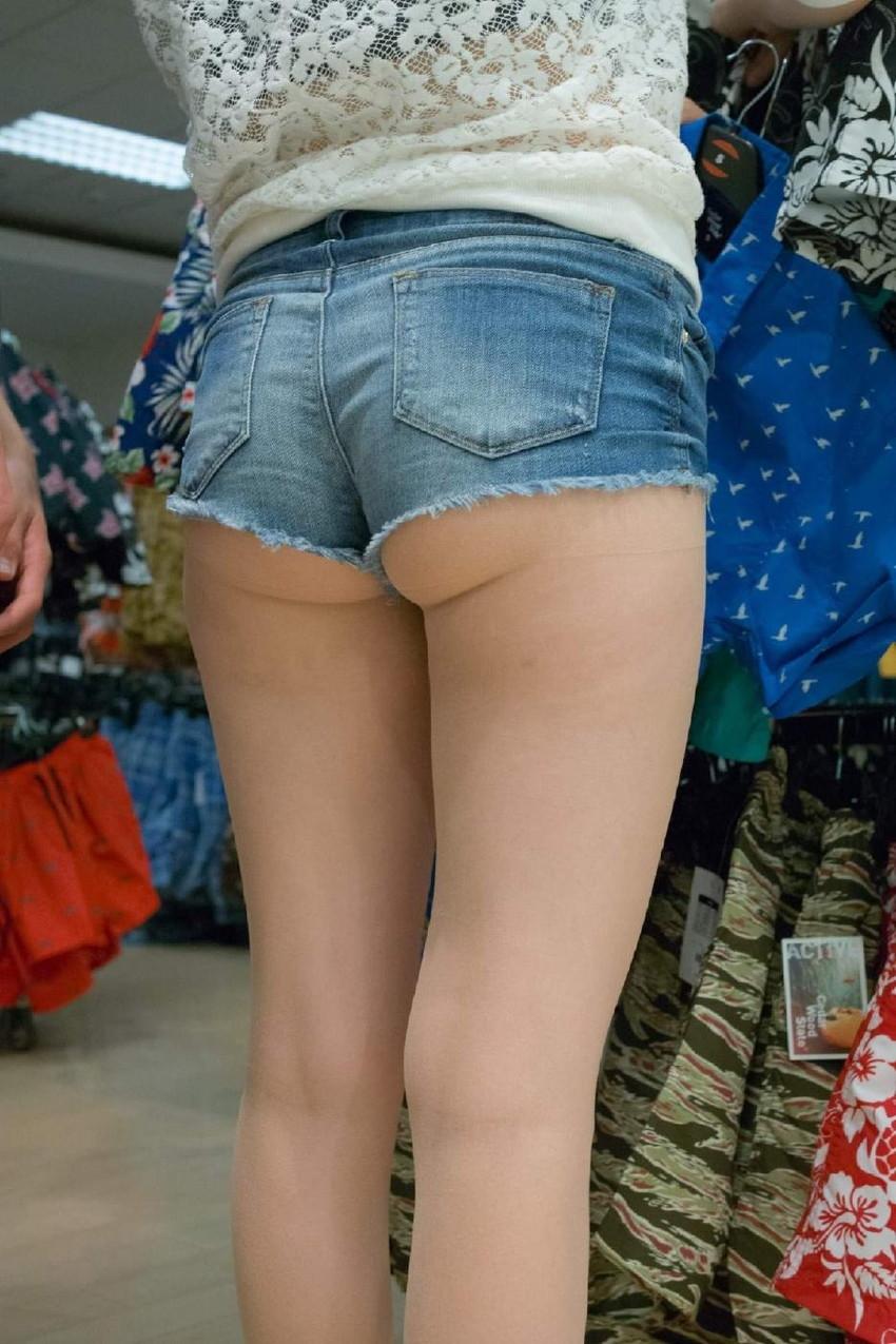 【ホットパンツエロ画像】剥き出しの太ももと股間の切れ込みがエロセクシーww 43