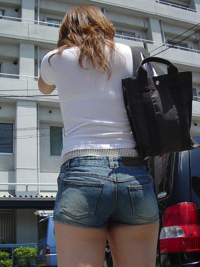 【ホットパンツエロ画像】剥き出しの太ももと股間の切れ込みがエロセクシーww 44