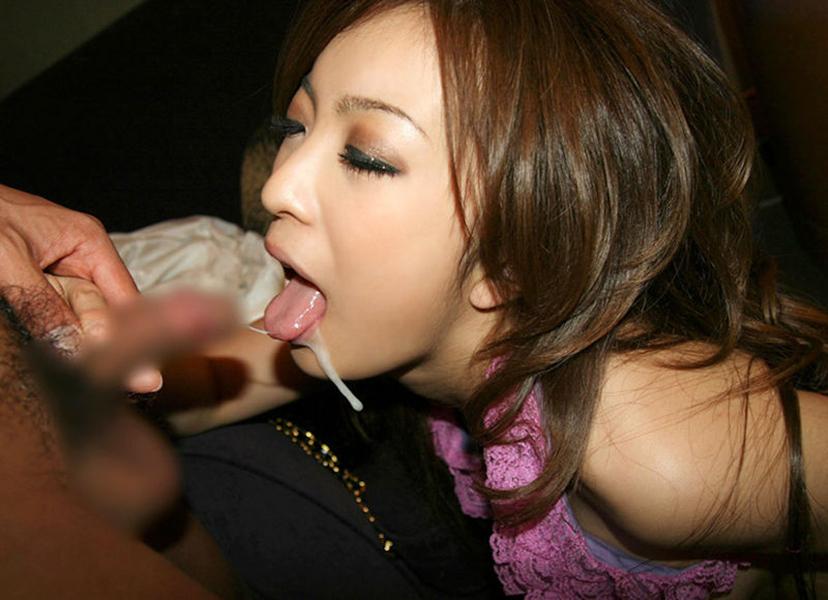 【口内発射エロ画像】口内に精子ぶちまけられてご満悦のドスケベ女たちの満足顔ww 23