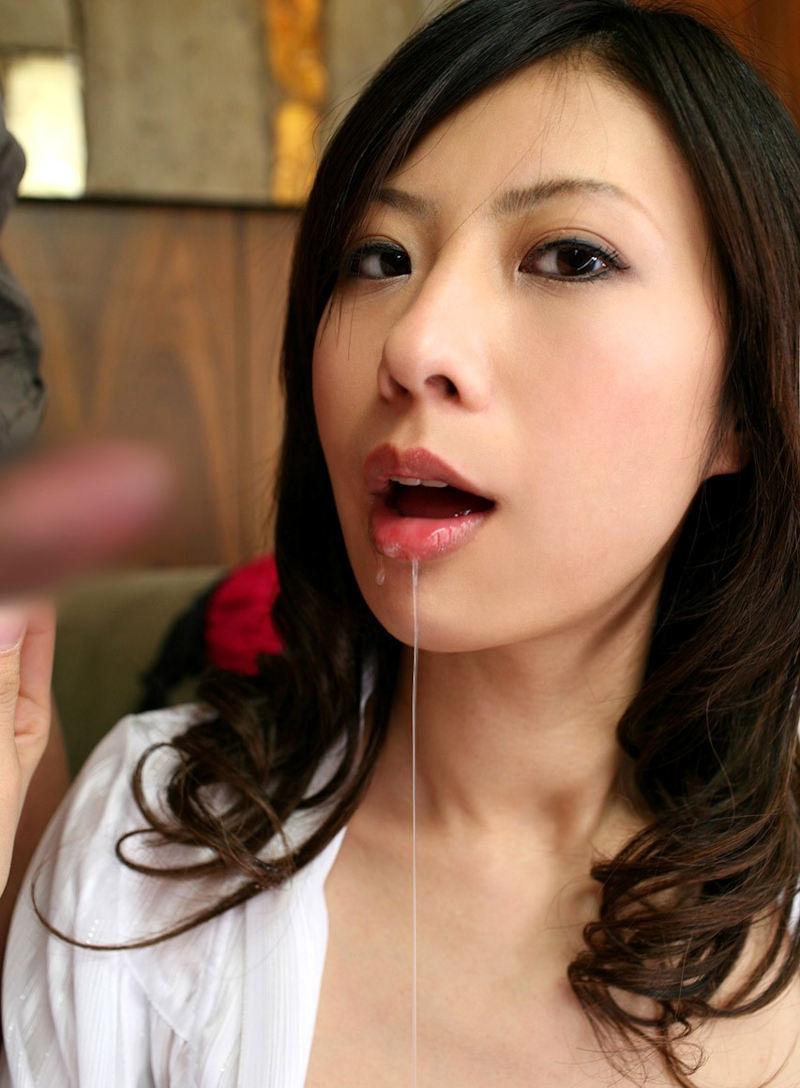 【口内発射エロ画像】口内に精子ぶちまけられてご満悦のドスケベ女たちの満足顔ww 26