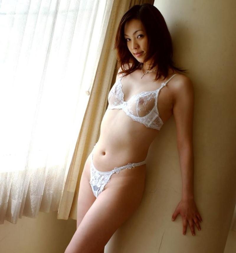 【シースルーランジェリーエロ画像】おっぱいもアソコも透け透けのキケンなランジェリーw 02