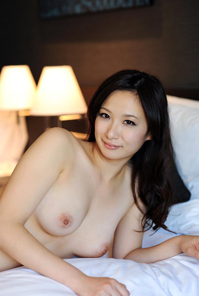 【美乳エロ画像】美しすぎてため息!?美乳と呼ぶに値する女の子のおっぱい! 12