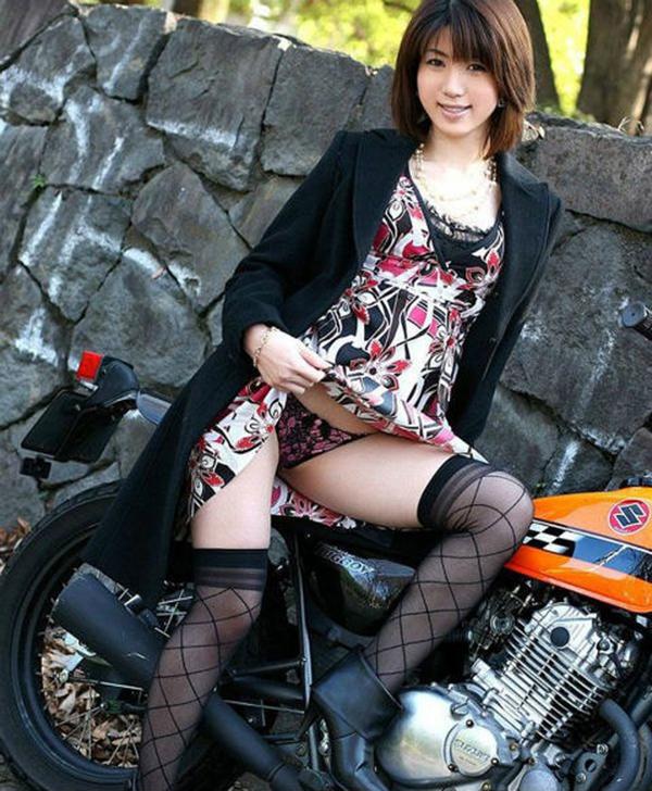 【セルフパンチラエロ画像】見てもいいよ?自らスカートの中身を見せ付ける女エロッ!