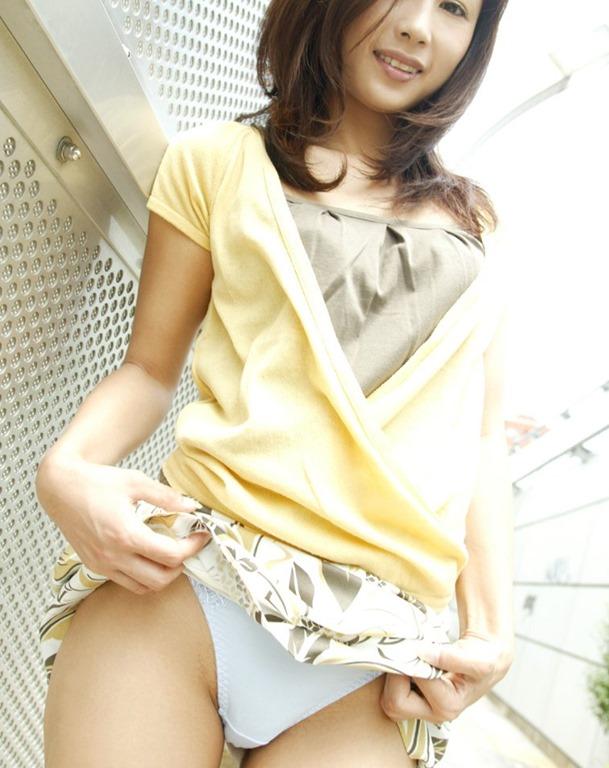 【セルフパンチラエロ画像】見てもいいよ?自らスカートの中身を見せ付ける女エロッ! 21