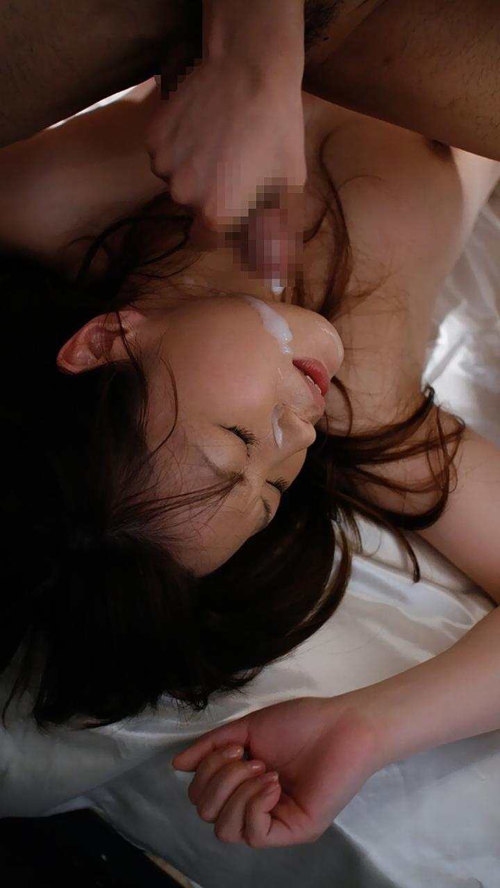 【顔射エロ画像】卑猥なフィニッシュ!顔面に精液をぶっかけられた女たち! 23