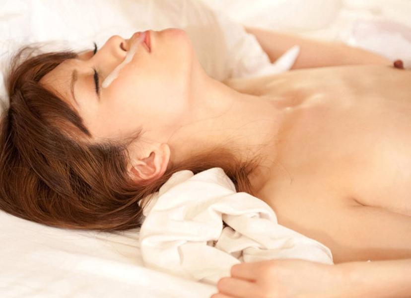 【顔射エロ画像】卑猥なフィニッシュ!顔面に精液をぶっかけられた女たち! 27
