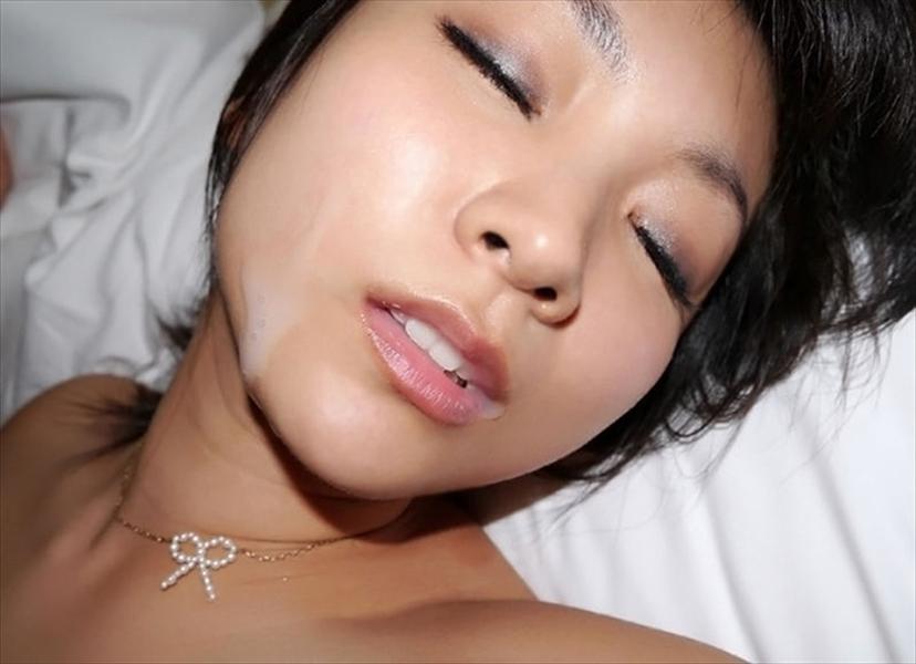 【顔射エロ画像】卑猥なフィニッシュ!顔面に精液をぶっかけられた女たち! 29