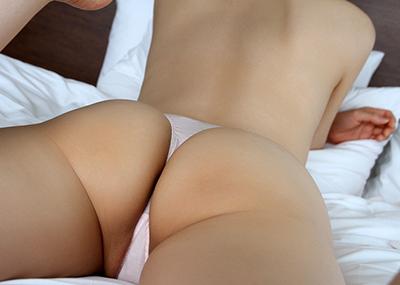 【Tバックエロ画像】美尻の女の子が履いてこそ威力を発揮する!?Tバックパンティー!