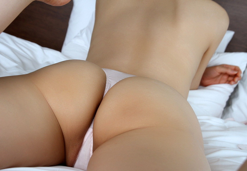【Tバックエロ画像】美尻の女の子が履いてこそ威力を発揮する!?Tバックパンティー! 17