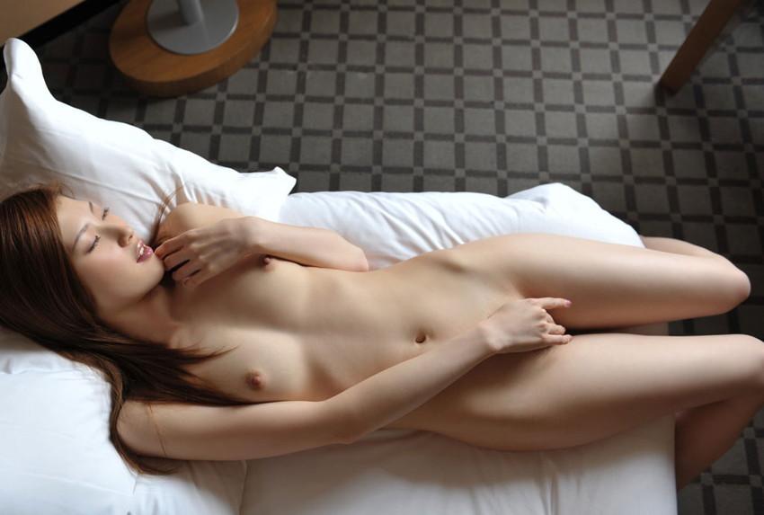 【指オナニーエロ画像】女の子の一番オーソドックスなオナニーがこれ!wwww 13