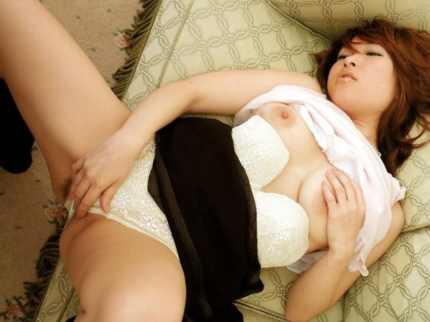 【指オナニーエロ画像】女の子の一番オーソドックスなオナニーがこれ!wwww 49