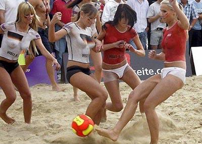 【名試合】海外のポルノ女優がガチでサッカーの試合した結果wwwwwwwwwwwww