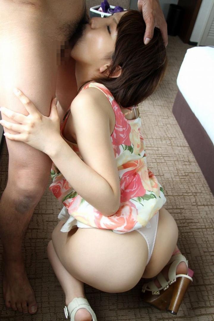 【着衣フェラチオエロ画像】グッとくる着衣のままフェラしている女の画像集めたった! 02