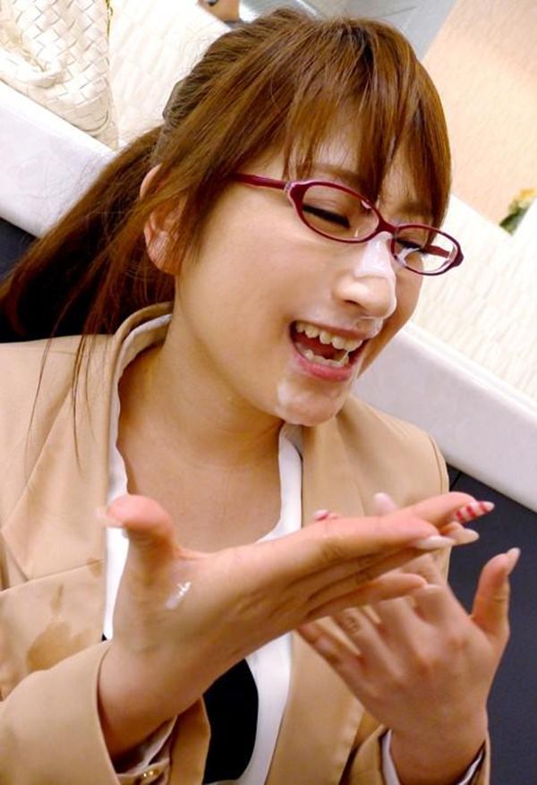 【顔射エロ画像】マニアック!?それでも一度は試してみたい顔射の餌食になった女子! 28
