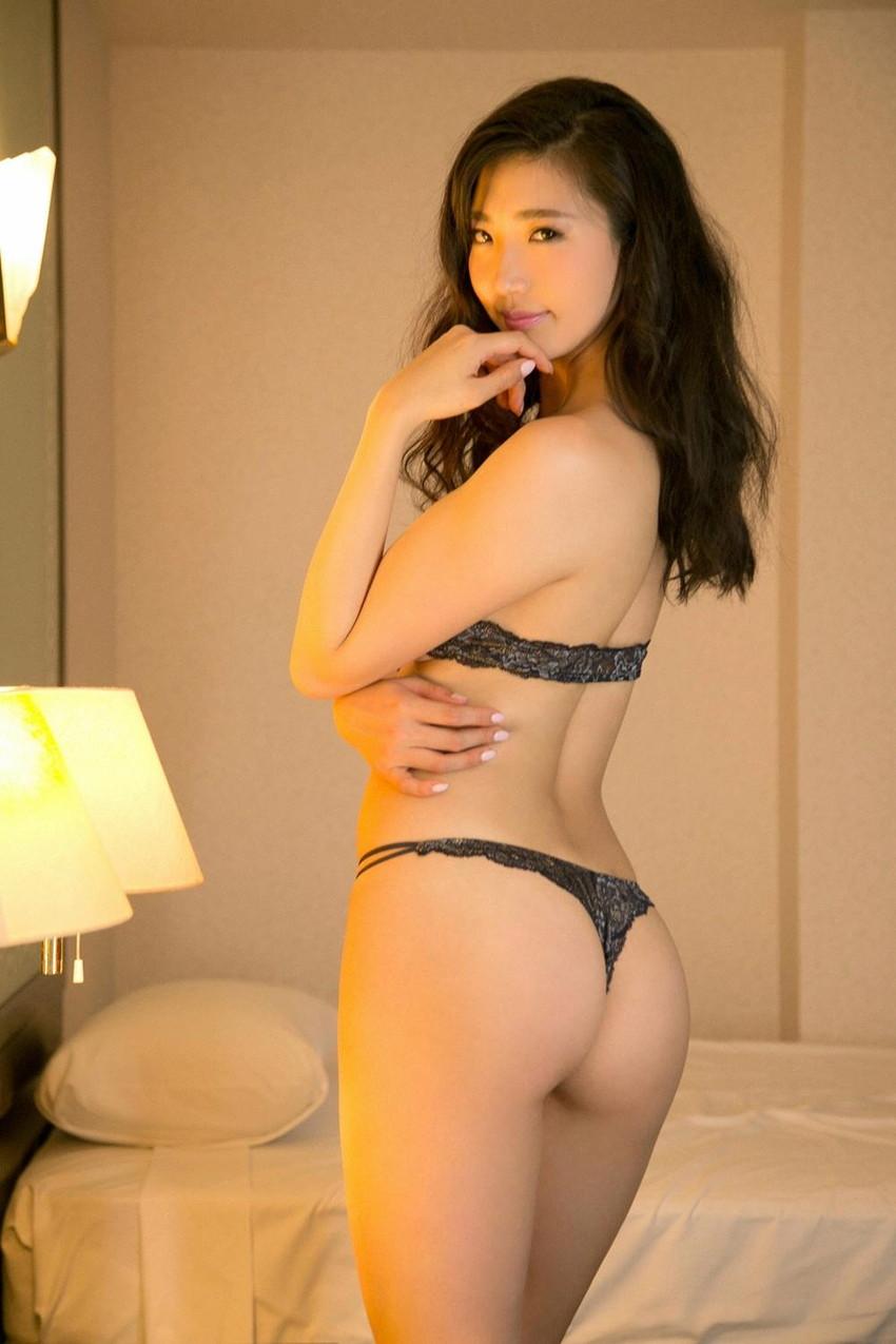 【Tバックエロ画像】Tバックパンティーの女の子の尻ってやたらソソるんだよな!w 06