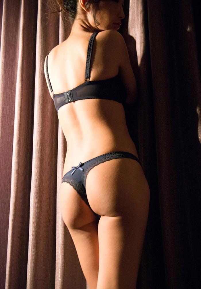 【Tバックエロ画像】Tバックパンティーの女の子の尻ってやたらソソるんだよな!w 12