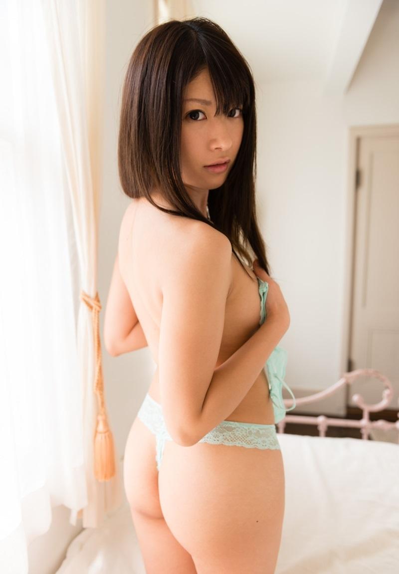 【Tバックエロ画像】Tバックパンティーの女の子の尻ってやたらソソるんだよな!w 48