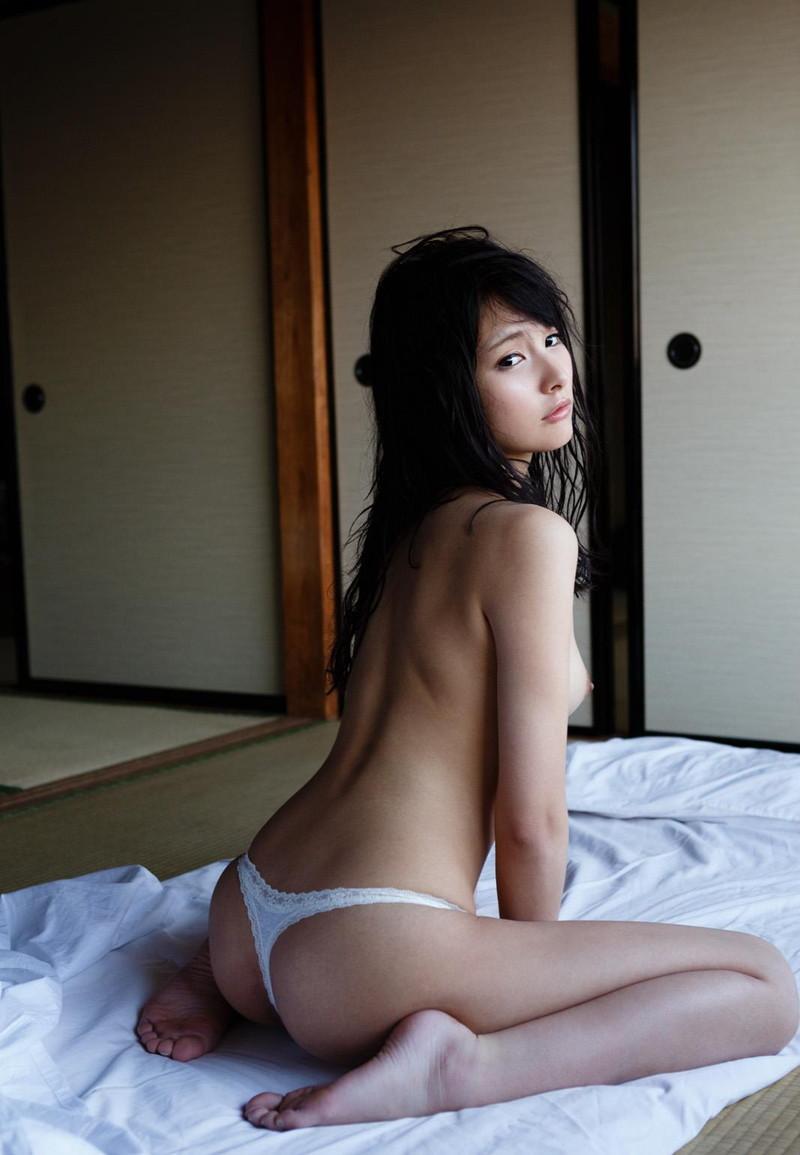 【Tバックエロ画像】Tバックパンティーの女の子の尻ってやたらソソるんだよな!w 50