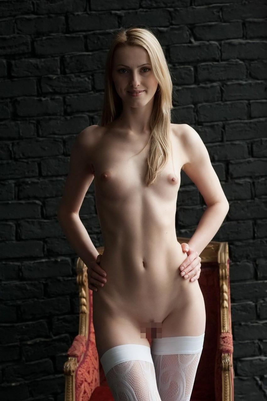 【海外ヌードエロ画像】透き通るほどの白い肌の海外女性ヌードがめっちゃシコッ! 08
