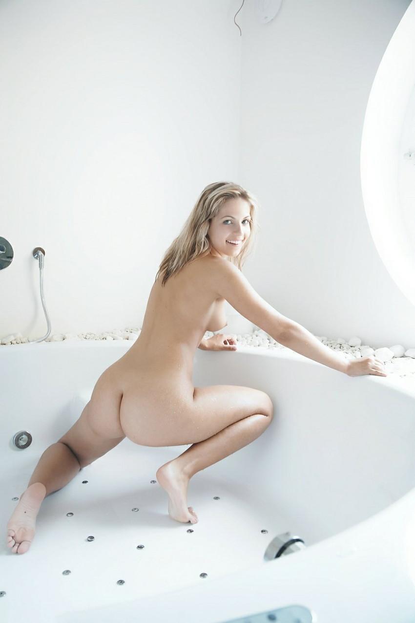【海外ヌードエロ画像】透き通るほどの白い肌の海外女性ヌードがめっちゃシコッ! 13