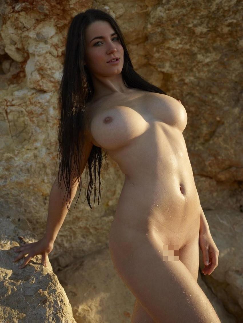 【海外ヌードエロ画像】透き通るほどの白い肌の海外女性ヌードがめっちゃシコッ! 47