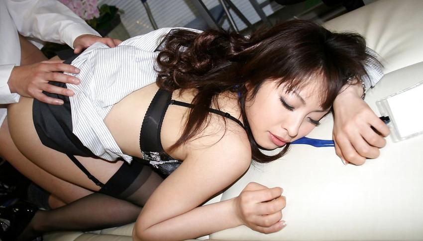 【着衣セックスエロ画像】全裸ではなく、着衣が残ってるからエロい着衣セックス!