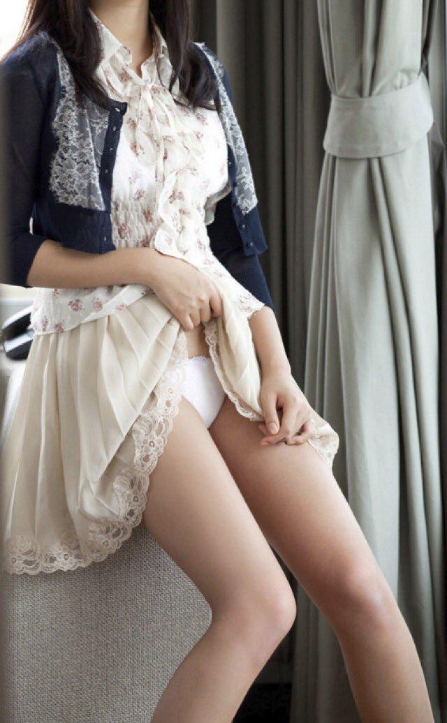 【セルフパンチラエロ画像】女の子が自主的にパンチラ見せてくれるっていうアレwww 27