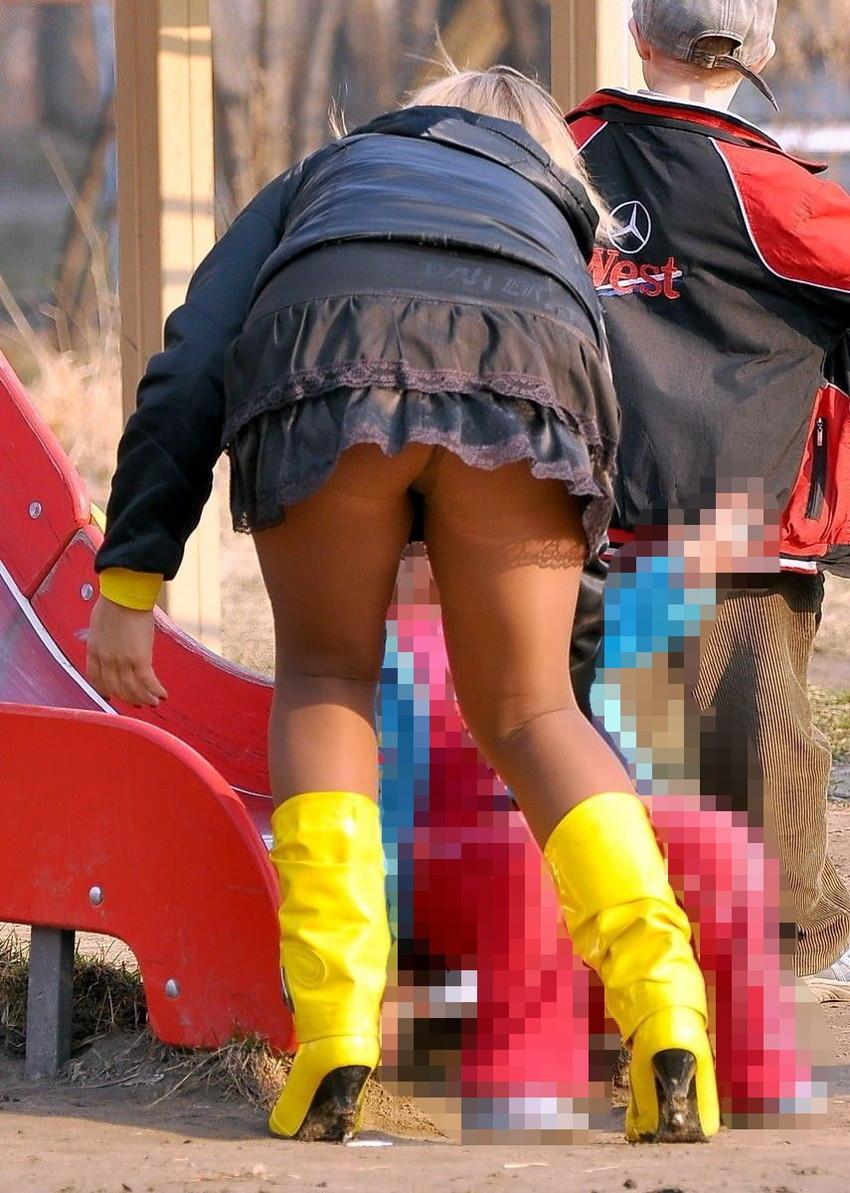 【街撮りパンチラエロ画像】街中でこんなパンチラしている女の子見つけたから撮ったどー! 53