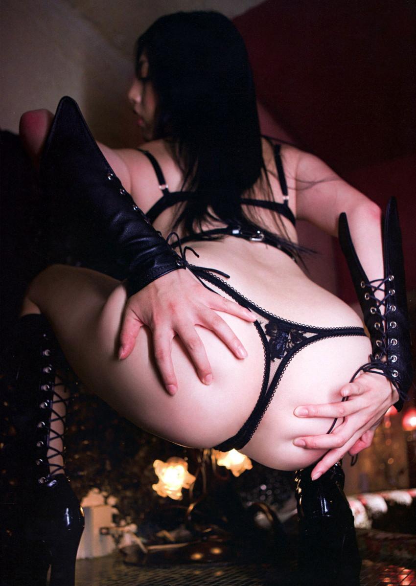 【Tバックエロ画像】お尻が丸見え!セクシーすぎるパンティーがこちら! 09