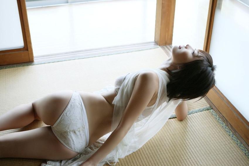 【フルバックエロ画像】ごくごくノーマルな形態の女の子のパンティー! 26