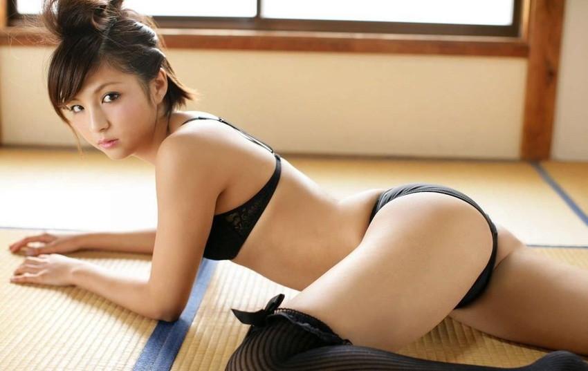 【フルバックエロ画像】ごくごくノーマルな形態の女の子のパンティー! 42