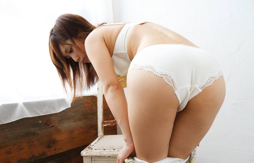 【フルバックエロ画像】ごくごくノーマルな形態の女の子のパンティー! 48