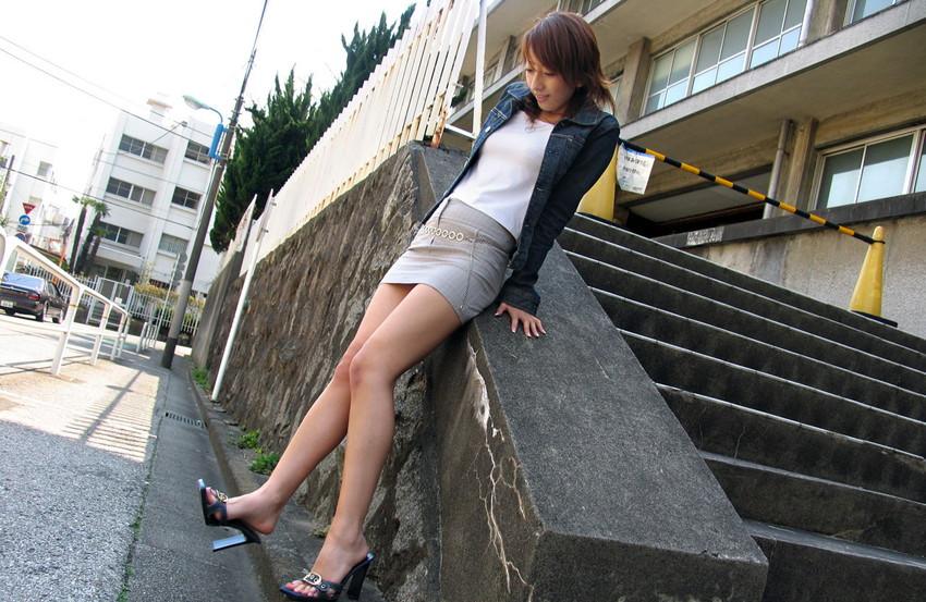 【美脚エロ画像】スラリとした美脚についつい手が伸びてしまいそうwww 22