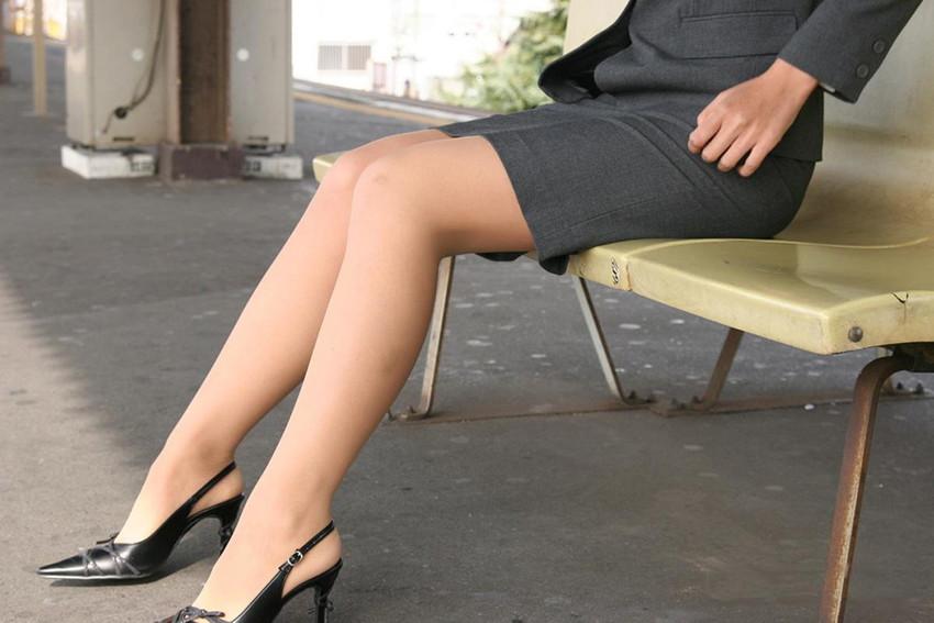 【美脚エロ画像】スラリとした美脚についつい手が伸びてしまいそうwww 32
